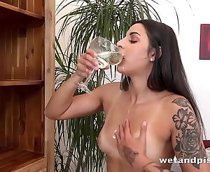 Tattooed hotty gushes piss everywhere! - Pissing Pussy