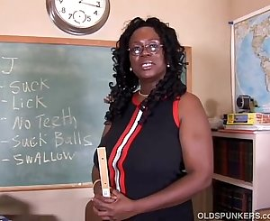 Sexy mature black teacher fucks her juicy cunt for you